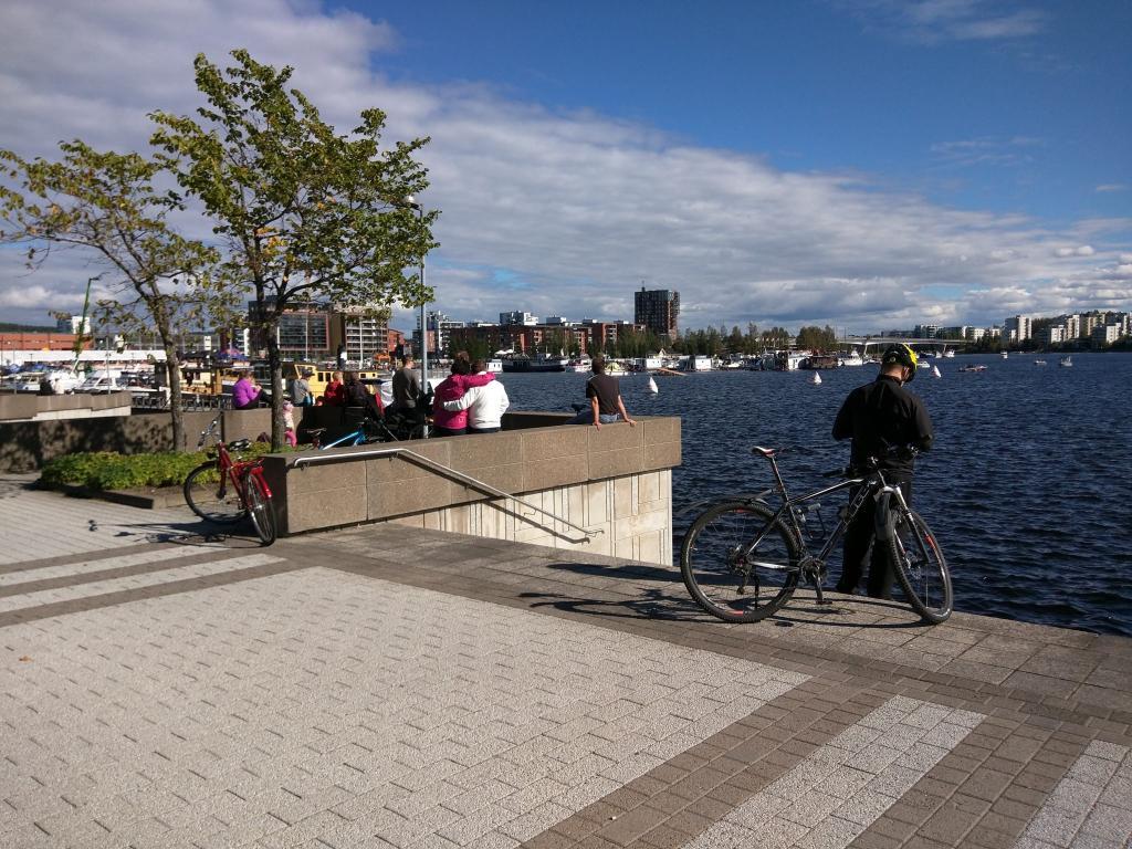 People gathering around Jyväsjärvi lake in the center of Jyväskylä